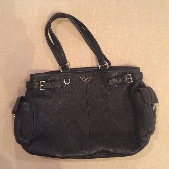 PRADA Black Leather Vitello Daino Shoulder Bag. M 5a6105682c705d892735f90e f38e1003898be